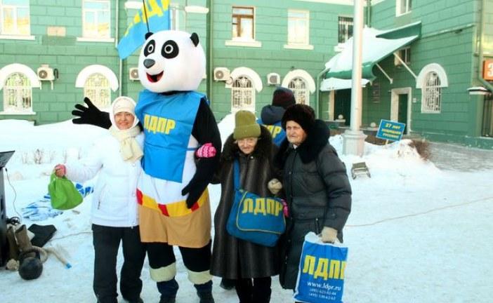 Алтайские жириновцы отметили свой день рождения с баяном и пандой