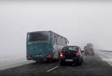 Лихач — беды начало: в Интернете оказалось видео рискового поведения водителя рейсового «Икаруса» на Алтае
