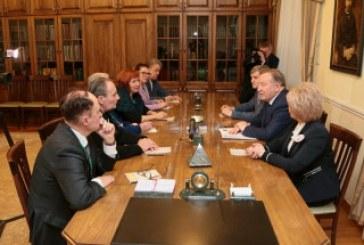 Губернатор провел рабочую встречу с делегацией Франции, участвующей в Миссии наблюдателей на выборах Президента России