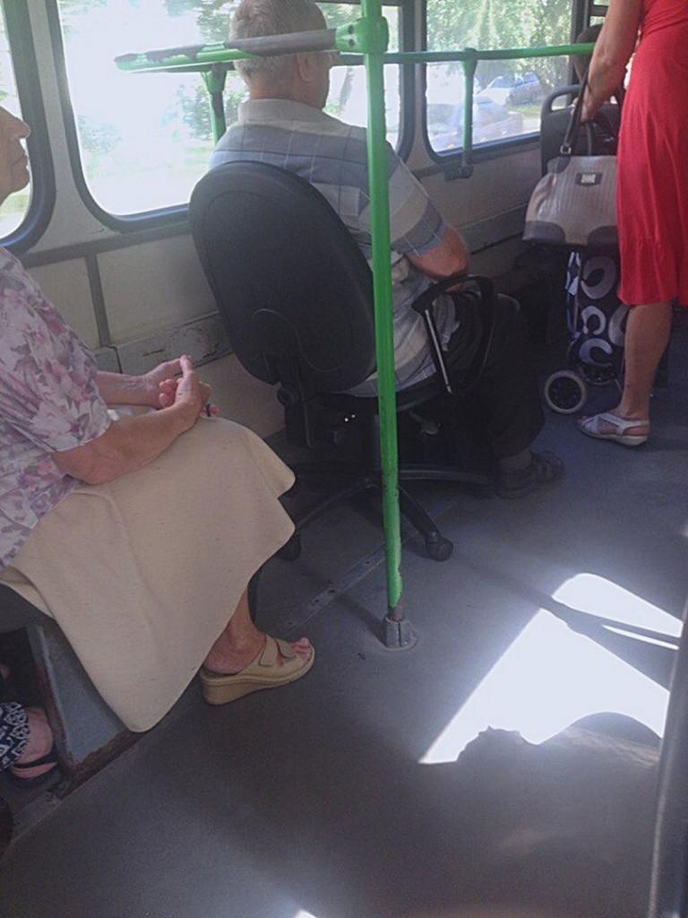 Погляд в автобусе, русское порно трахнул подругу вместе с другом